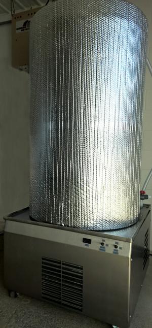 Vertical 160 Gallon Chiller